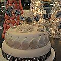 Gâteau de fiançailles 3d blanc, gris et strass