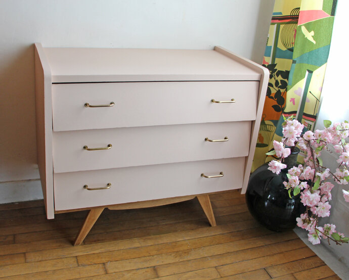commode-vintage-nude