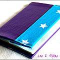 protège-passeport en simili cuir violet et turquoise étoilé