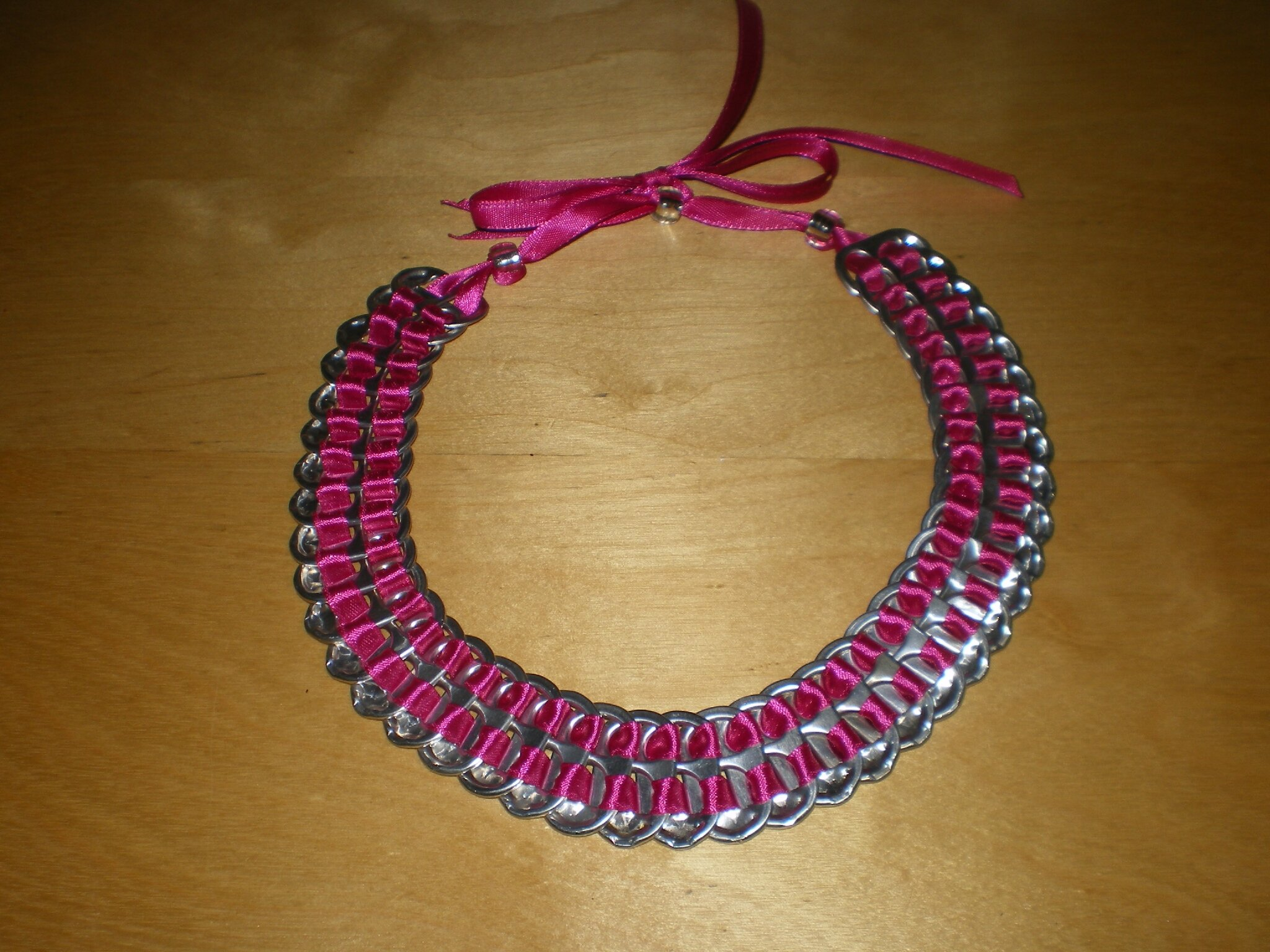 collier ruban de satin fushia