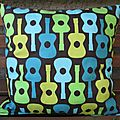 coussin Bisous guitares