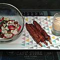 Plateau léger brochettes de yakitori poulet et salade de radis