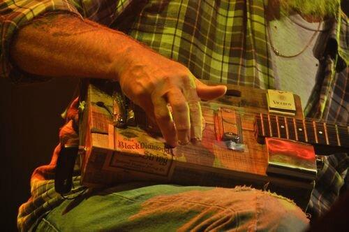 Un des instruments de Steve Seasick