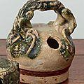 Quelques <b>pots</b> <b>à</b> <b>chaux</b> en céramique et bronze <b>à</b> la vente Cornette de Saint Cyr