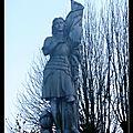 Saint-pierre-du-chemin (85) - 1912 - une statue de jeanne d'arc