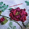 Rose ancienne aux <b>rubans</b> de soie