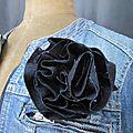 Broche fleur <b>EVELYNE</b> en lin marine