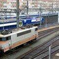 BB 9243 à Montparnasse-Vaugirard, une BB 27300 et un TGV passent