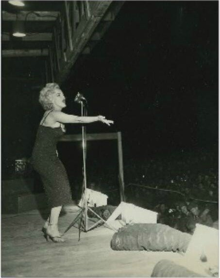1954-02-korea-dress_purple-stage_out-sing-022-3a