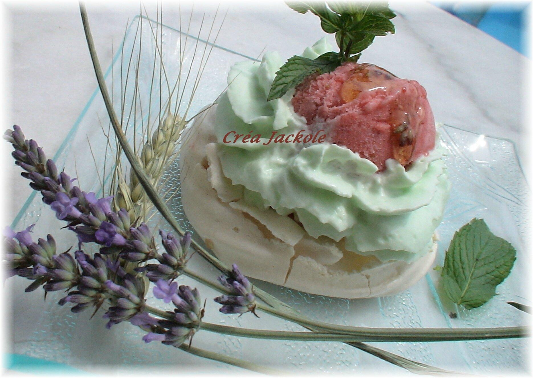 Meringue glacée fraise menthe et miel de lavande
