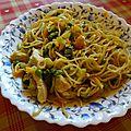 Pâtes chinoises aux légumes et au poulet