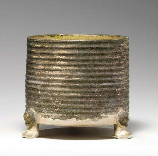 A rare green and yellow-glazed pottery ribbed tripod vessel, lian, Tang dynasty (618-907)