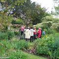 Le groupe de jardinautes découvrant le jardin d'André