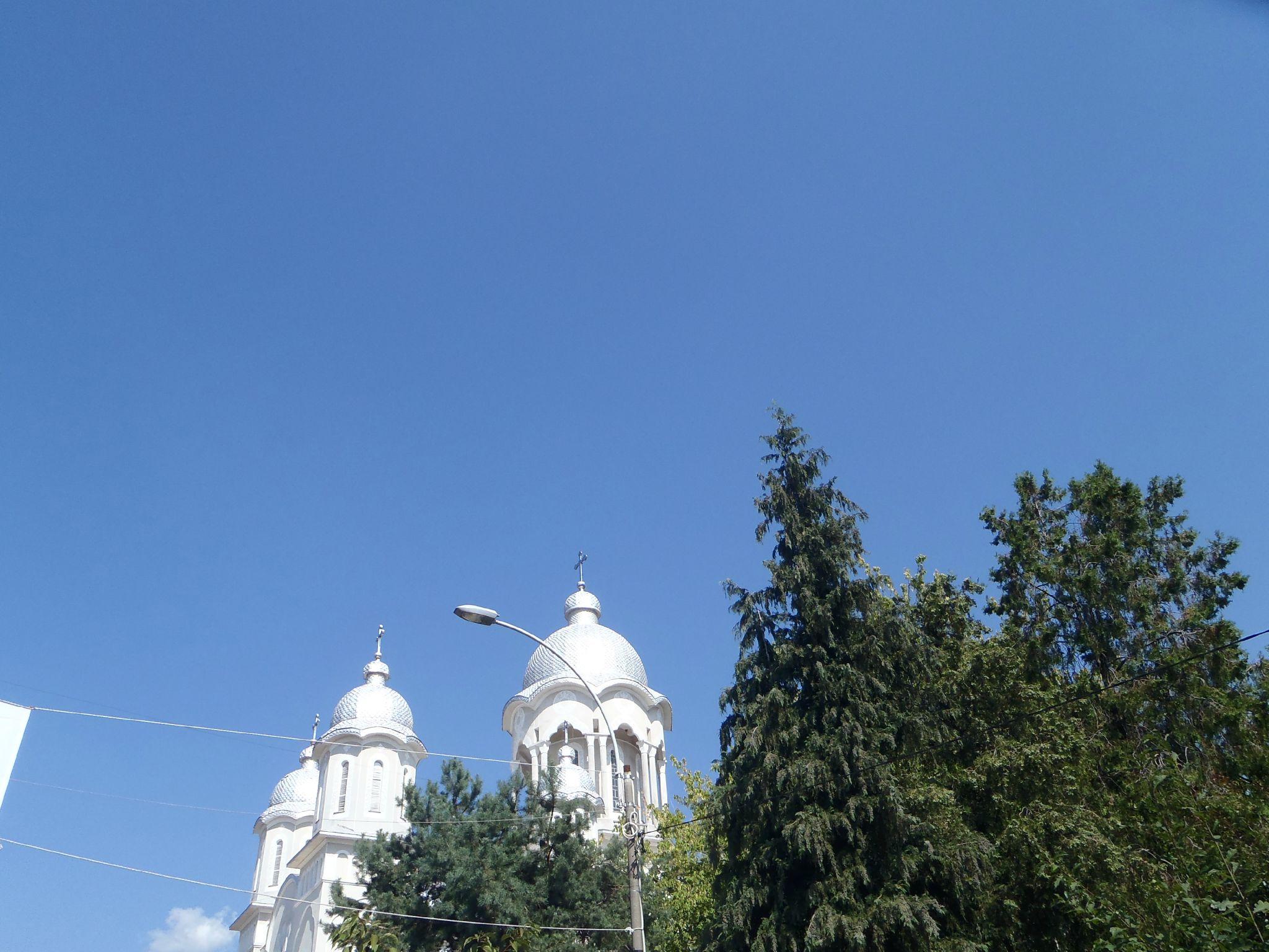 roumanie - toits métalliques des églises orthodoxes