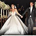 La robe de mariage de cristaux fait nos yeux ouvrir