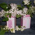 Peinture sur porcelaine: quelques fleurs, et leur vase