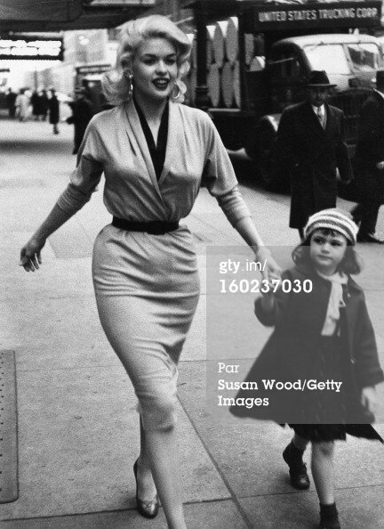 jayne-1955-11-ny-with_jayne_marie-by_susan_wood