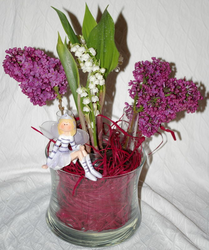 Imgp4014 photo de composition florale parfum e et color e muguet lilas cr er la folie - Comment faire composition florale avec mousse ...