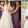 Une robe de mariée a transmis la troisième génération dans l'allée