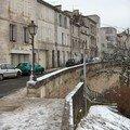 Samedi matin, un peu de neige en haut des remparts de la ville