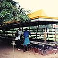Sri Lanka, l'ïle dont on rêve (13/37). Les marchands du temple.