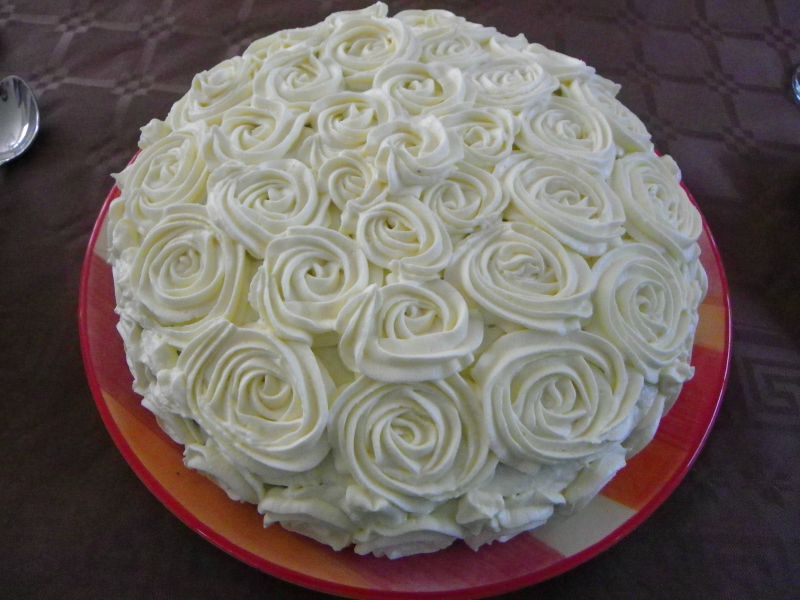 Gateau d 39 anniversaire rose blanche p tisserie simple et - Decoration gateau avec creme chantilly ...