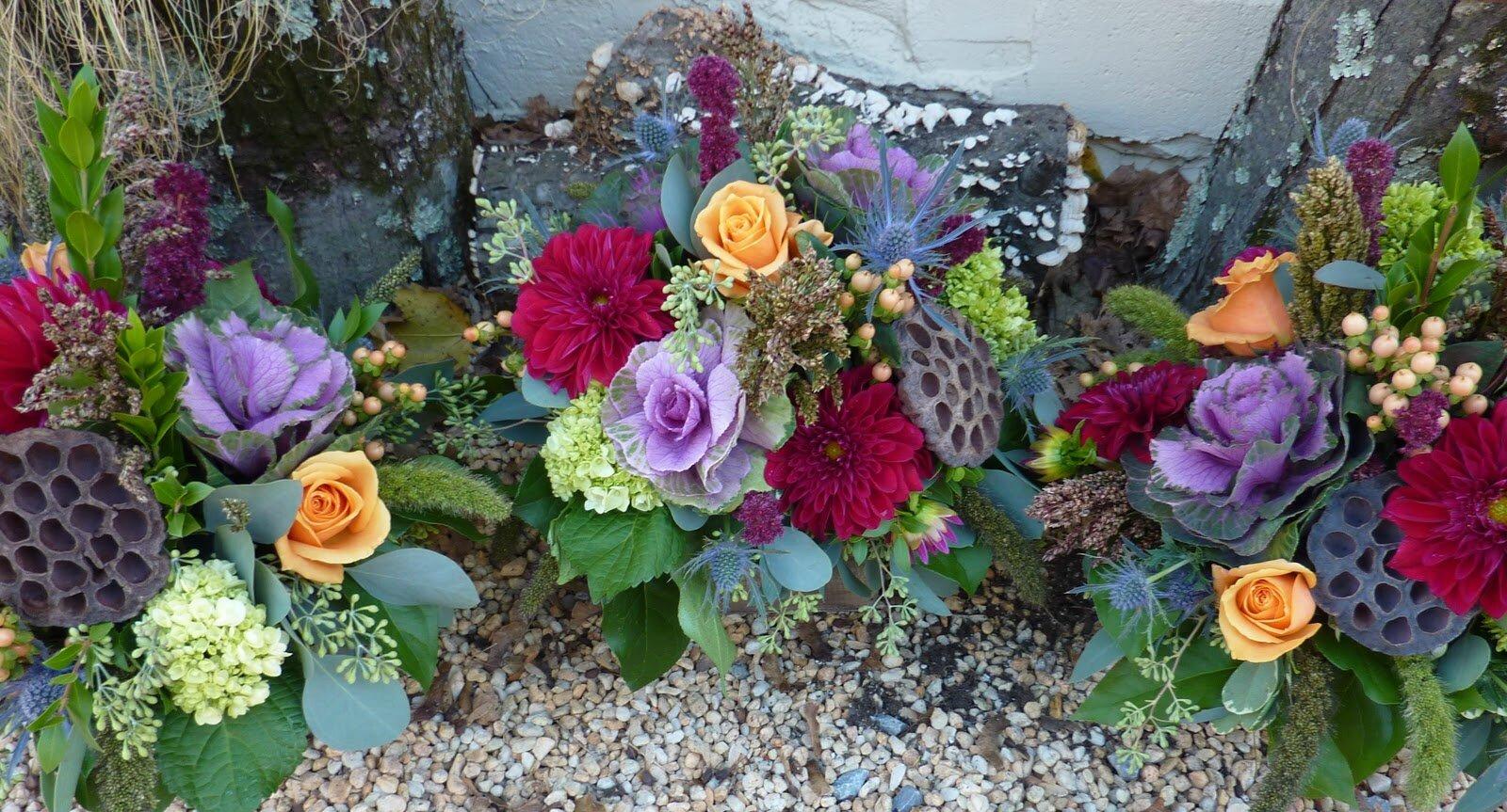 Bouquet centre de table Lotus, Dahlia et Rose