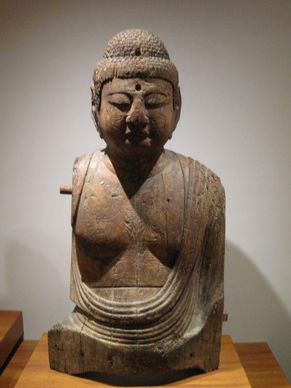Buste de bouddha assis, deuxième partie de l'époque de Heian, période Fujiwara, deuxième moitié du XIème s