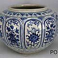 Pot en forme de melon offert par le Grand duc de Toscane, Ferdinand 1er de Medicis. Vietnam, <b>XVe</b> <b>siècle</b>.