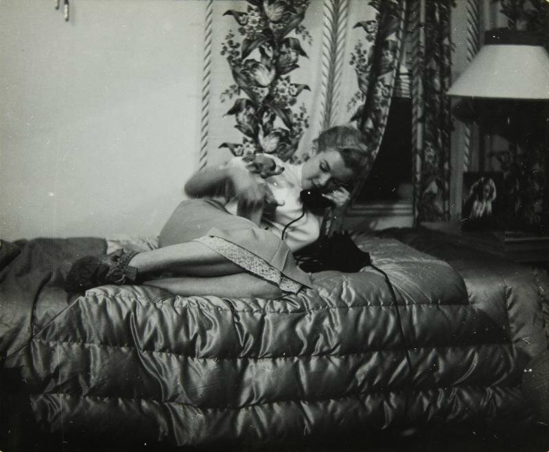 1950-03-12-beverly_carlton_hotel-with_josefa_chihuaha-by_richard_c_miller-1