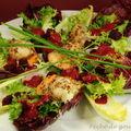Salade de saint-jacques aux noisettes, vinaigrette de betterave à l'huile d'olive