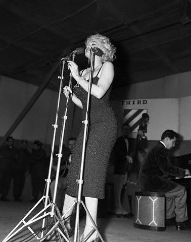 1954-02-17-korea-25thMarineDivision-stage_in-by_Walt_Durrell-1