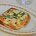 Toast gratiné au saumon fumé, crème & ciboulette