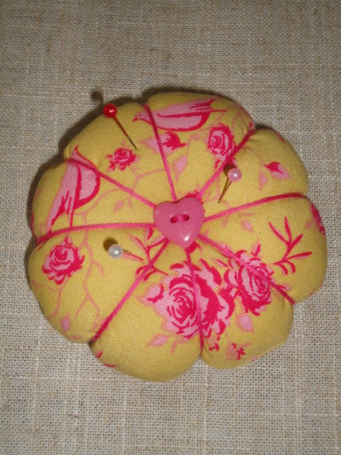 citrouille pique-aiguilles (tissu tilda)