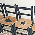 Quatuor de petites chaises