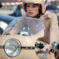Keira Knightley sublime motarde pour Chanel