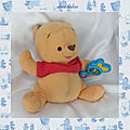 Peluche Doudou <b>Winnie</b> l'ourson Sonore Avec Son Hochet Lumineux Fisher Price Disney Mattel 21cm