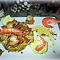 Noix de st jacques + crevettes sur lit de poireaux et champignons persillade