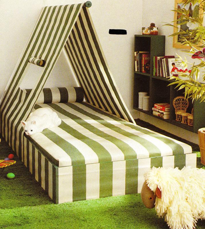 lit et tête de lit tente à rayures