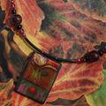 Collection tesselles laquées : le collier paysage à la tombée de la nuit