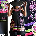 Robe Trapèze Noire Imprimé rayures Stylisées multicolores à fleurs et oiseaux Vert/rose