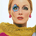 Julianne VS <b>Twiggy</b>