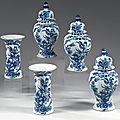 Delft. garniture dans le goût de la chine, xviiième siècle