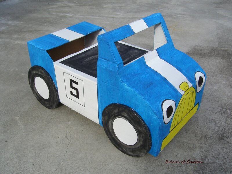 voiture de course pour enfant en carton bricol et carton. Black Bedroom Furniture Sets. Home Design Ideas