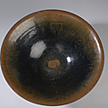 Large coupe en grès porcelaineux à glaçure brune fourrure de lièvre. chine, dynastie song, 960 à 1279
