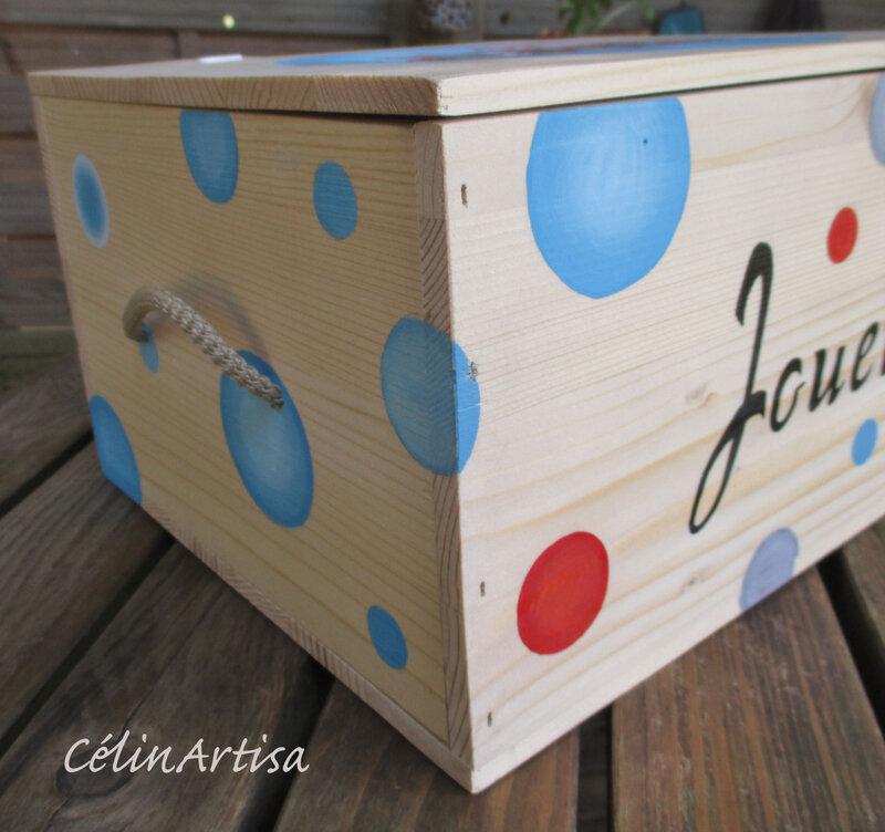 Boîte à jouets (recyclage caisse à vin)