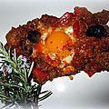 Viande en sauce tomate épicée + oeufs enfin une chakchouka