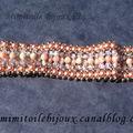 Bracelet manchette avec perles en pierre naturelle