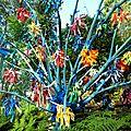 arbre aux exubérances en gerbe multicolore