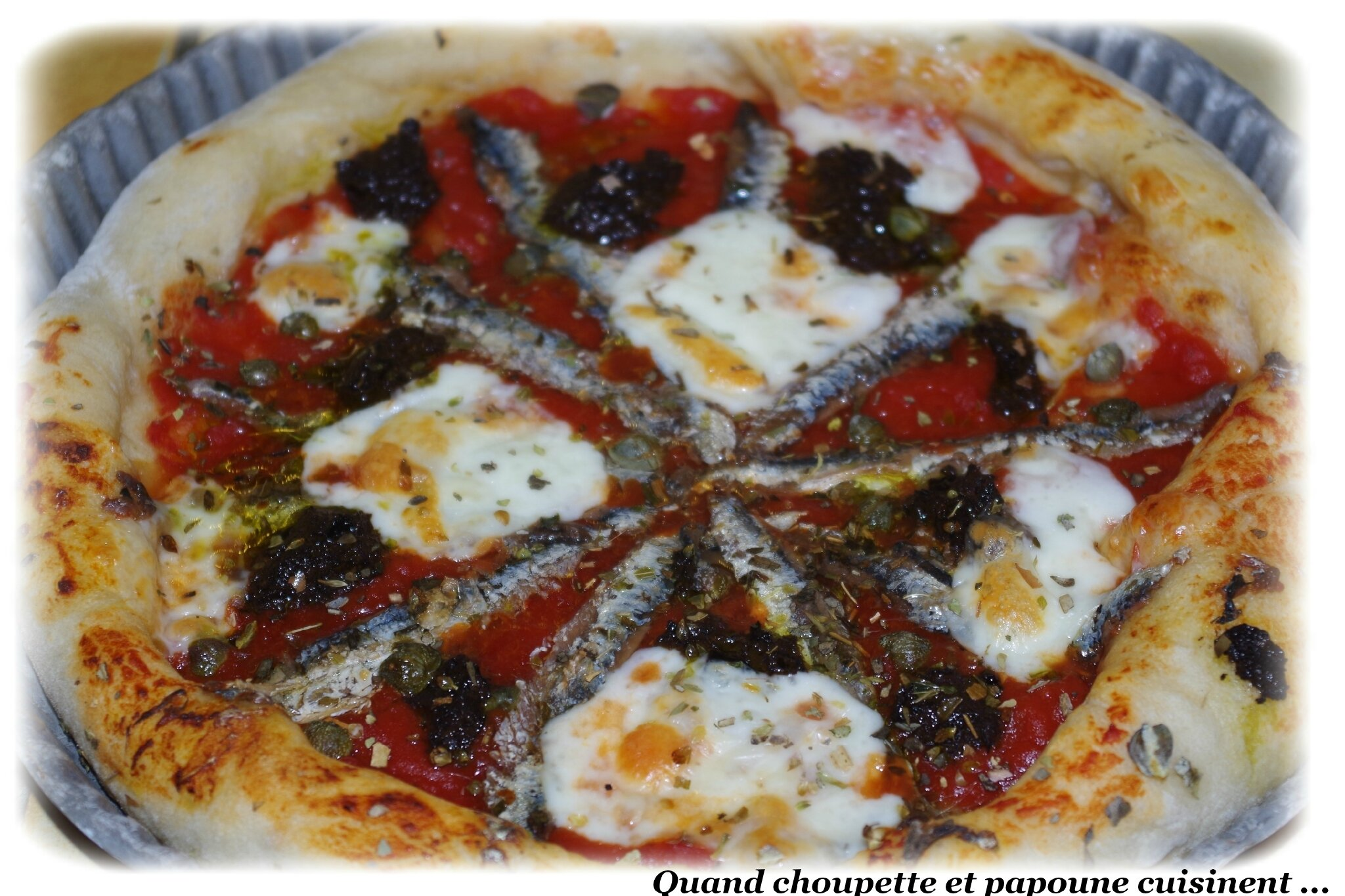 PIZZA ANCHOIS-CÂPRES ET TARTINABLE OLIVES NOIRES